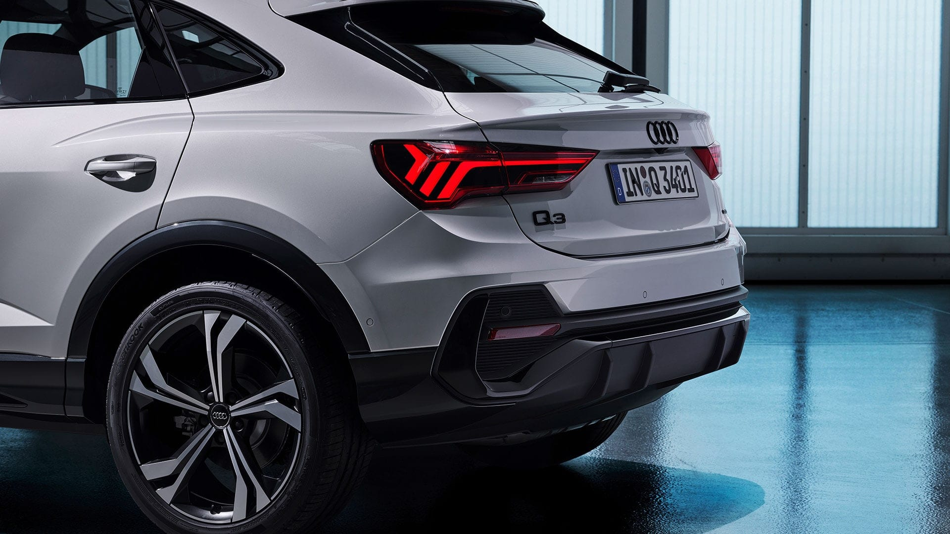 Side and rear view Audi Q3 Sportback