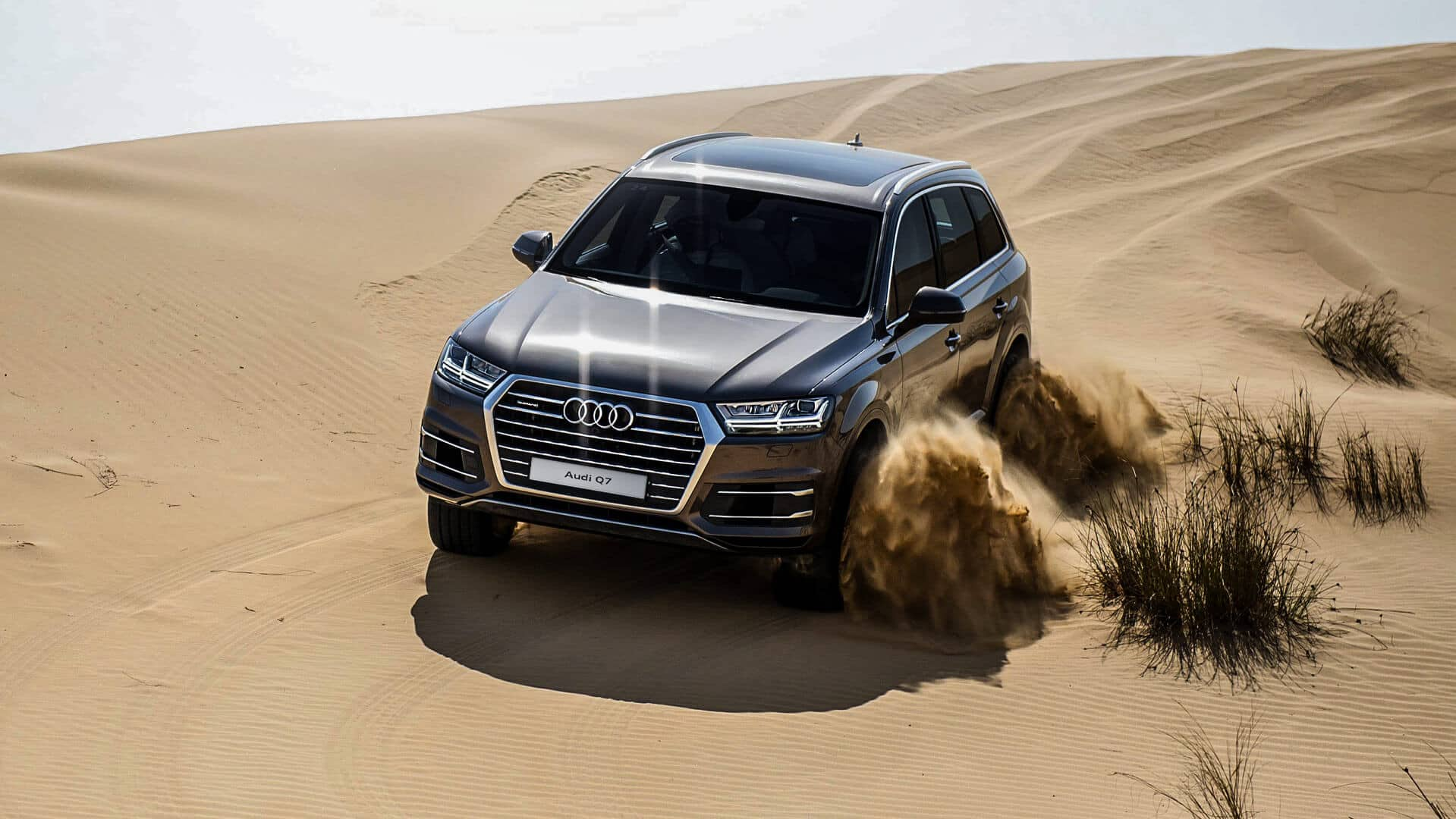 Q7_audi_SUV_silver_front_sand_2017.jpg
